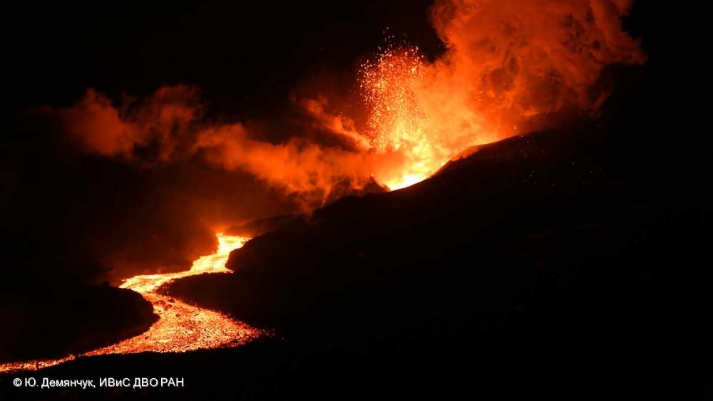 Извержение на Толбачинском долу 15.12.2012.